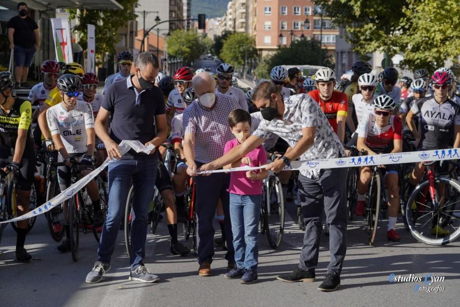 """Disputado en Alcoy la 66 edición del Trofeo San Jorge """"Santiago Blanquer"""" de ciclismo"""